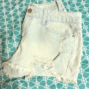 Distressed jean shorts sz 9 nwot